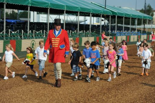 Stick_Horse_Parade_Photo_2011_-_thumbnail.jpg